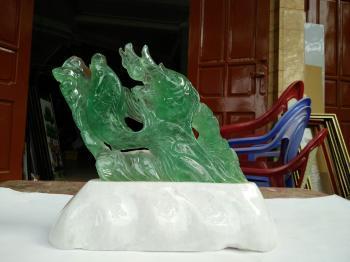 Cá chép vượt vũ môn đá Flourit